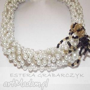Pająk na perłach naszyjniki esterka pająk, perły, obroża