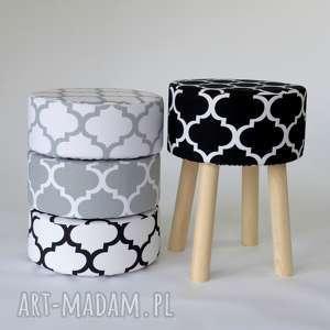 Stołek Fjerne M (czarna koniczyna), stołek, czarny, minimalizm, drewno, taboret