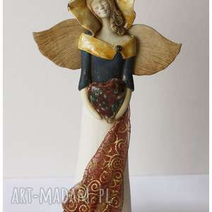 Anielica z koronkowym szalem, ceramika, anioł, serce