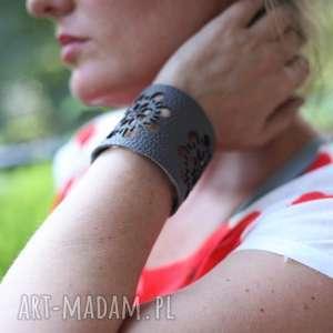 ręcznie wykonane bransoletka ze skóry w folkowe dziury