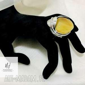 unikatowy wykonany ręcznie pierścionek srebrny z bursztynem bałtyckim rękodzieło