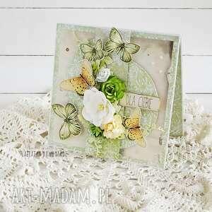 z zielonymi motylami kartka w pudełku 696 - życzenia, imieniny
