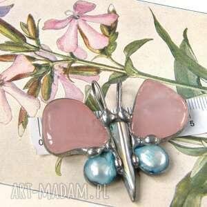 wisiorek: motyl kwarc różowy z perłą, wisiorek z kamieni, motylek, kwarc