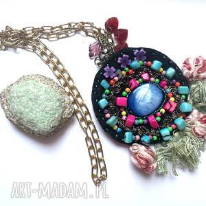 ręcznie robione naszyjniki naszyjnik boho haftowany koralikowy z frędzlami