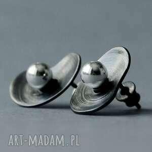 modernistyczne kolczyki wkrętki organiczne, sztyfty srebrne, nowoczesne