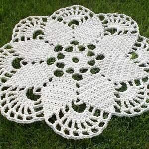 dywan kremowy ze sznurka bawełnianego, szydełkowy, sznurka