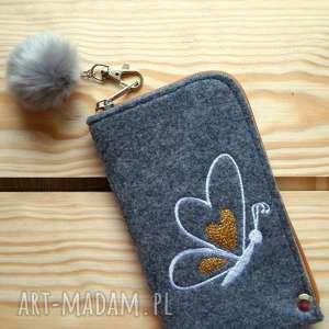 etui filcowe na telefon - motylek, smartfon, pokrowiec, futerał, motyl, serca