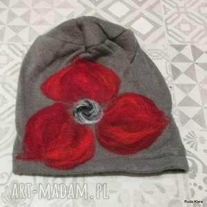 ruda klara czapka handmade wełniana z kwiatem-czesanką filcowane czapki wełniane