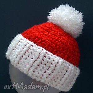 pomysł na prezent świąteczny mikołajowa czapka z pomponem, czapka, dziecko, mikołaj