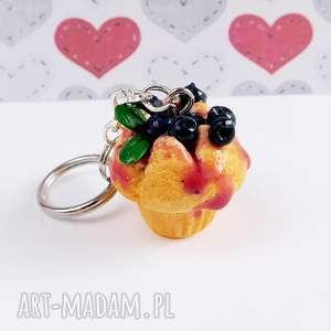 Breloczek z babeczka, fimo, cupcake, jagody, słodycze, zawieszka