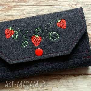 Prezent Duży filcowy portfel - truskaweczki ;-), portfel, portmonetka, haft