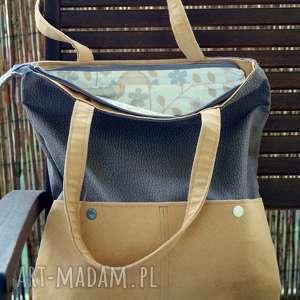 na ramię szaro-beżowa torba z kieszenią, torebka, hobo, sowy, wzór, prezent, kwiatki
