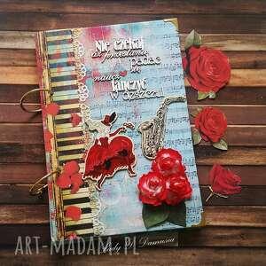 notes / naucz się tańczyć w deczczu, notes, pamiętnik, taniec, kobieta, muzyka