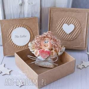 ręcznie wykonane kartki aniołek stróż z kartką w mini pudełeczku. Przeurocza alternatywa