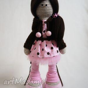 szydełkowa lalka jasmine - dekoracja