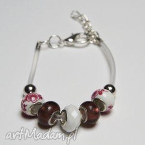 biało-różowa bransoletka z linki kauczukowej koralikami ze szkła murano