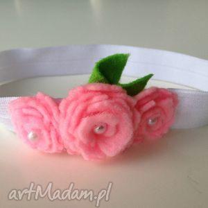 handmade dla dziecka opaska niemowlęca - różyczki z perełką