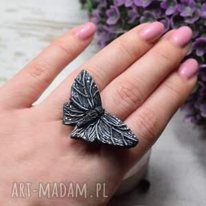 duży pierścionek czarny motyl - regulowany, motyl