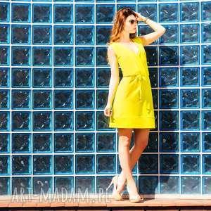 Sportowa sukienka z kopertowym przodem T112, zółta, sukienka, sportowa, kopertowy