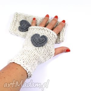 handmade rękawiczki mitenki ecru z sercem