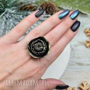 elegancki pierścionek czarny kwiat, duży pierścionek