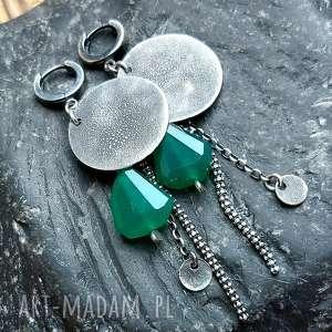 kolczyki ze srebra z zielonymi onyksami, metaloplastyka, srebro oksydowane