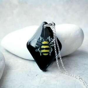 ręcznie robione naszyjniki srebrny naszyjnik z pszczołą w żywicy