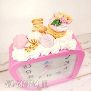 zegary słodki budzik - babeczka, budzik, fimo, słodycze, słodkie, zabawne