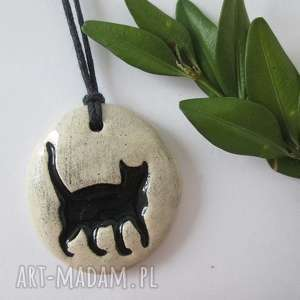 wisiorek z kotkiem, wisior, ceramiczny, kot, ceramika, mały, kotek