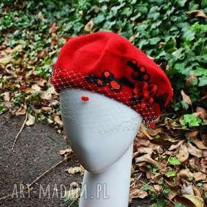 czerwony beret - czapka, beret, wełna, woalka