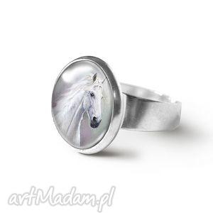 pierścionek - biały koń, pierścionki, pierścień, konie, prezent