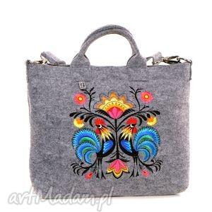 katarzyna wesolowska jasna filcowa torba z folkowymi kogutkami, trebka, filc, laptop