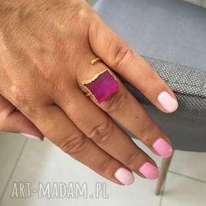 pierścionek, kwarc, druza, fuksja, pozłacany. Prezent dla niej. Noś mnie