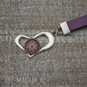 Fioletowy brelok z zawieszką, breloczek, długi, skóra, skórzany, serce, mandal
