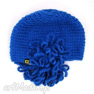 różne kolory - czapka z ozdobą - czapka, ozdoba, prezent, mikołaj