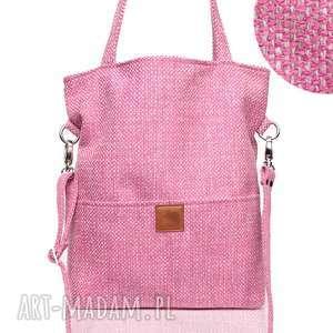 Różowa torba a4 z grubej plecionki do noszenia na ramieniu