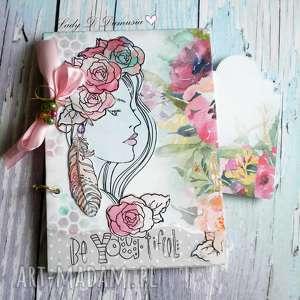 stylowy notes / pamiętnik różany zapach tego lata, róże, motyle, dziewczyna, pióra