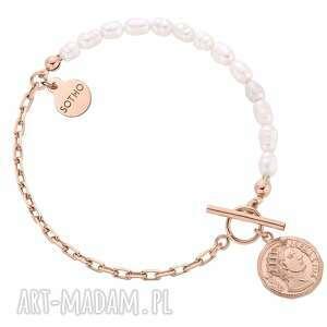 bransoletka z pereł naturalnych zdobiona monetą różowego złota, łańcuch, perły