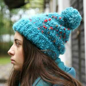 oryginalne prezenty, kozaczka turkusowo niebieska czapka, pompon