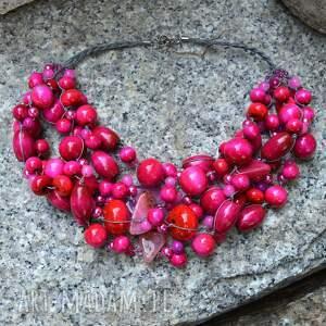 różowy masywny naszyjnik z korali drewnianych, szklanych i kamieni, różowe