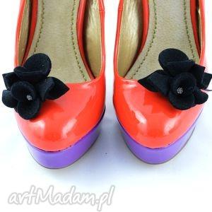 przypinki do butów- ozdoby czarne, filc, przypinki, klipsy, ozdoby, buty
