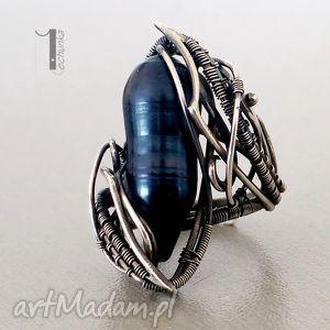 Prezent Skadi - srebrny pierścionek z perłą, srebro, perła, wirewrapping, 929