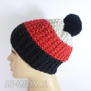 trójkolorowa czapka z pomponem, czapka, pompon, czarny, czerwony, popielaty