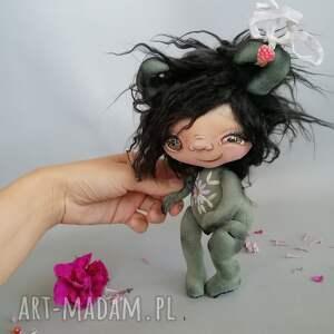ręcznie robione dekoracje szkrab - lalka kolekcjonerska figurka tekstylna szyta