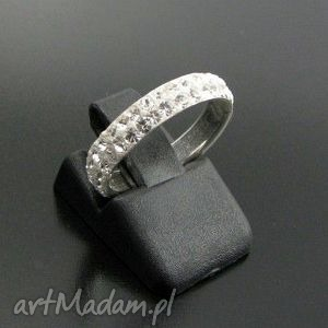 dwurzędowa obrączka wypełniona kryształkami swarovskiego - obrączka