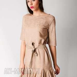 plisowana sukienka z falbankami m, plisowana, falbanki, zwiewna, plisy, cielista