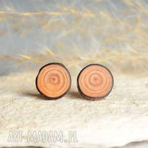 proste drewniane kolczyki na srebrnych sztyftach