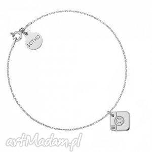 srebrna bransoletka z aparatem - minimalistyczna, zawieszka, modna
