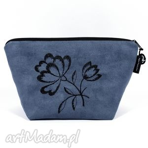 kosmetyczka black flowers on blue , kosmetyczka, zamsz, etui, haft, wyszywana
