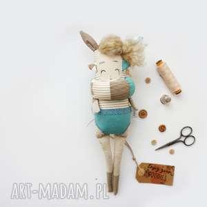 pomysł co pod choinkę Monsterówna Hariet - lalka z tkanin handmade